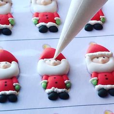 Royal icing santas transfers Christmas Topper, Christmas Sweets, Christmas Goodies, Royal Icing Templates, Royal Icing Transfers, Templates Free, Sugar Cookie Icing, Royal Icing Cookies, Sugar Cookies