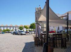 Fin de semana de chicas en un paraíso cercano - via Hola 21.07.2015 | De vez en cuando apetece despejarse de todo y planificar un fin de semana con amigas que combine diversión, sol, playa, acantilados espectaculares, buena gastronomía, cultura y, sobre todo, muchas risas. Si es así, el Algarve es un paraíso muy cerquita de casa perfecto para desconectar ¡que nos lo merecemos! #algarve #portugal #viajes #turismo Foto: Faro, Algarve