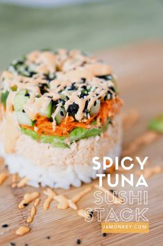Learn how to make a tasty Spicy Tuna Sushi Stack with this video recipe. So tasty and made from canned tuna! Spicy Tuna Sushi, Spicy Tuna Roll, Spicy Tuna Recipe, Sushi Sushi, Tuna Food, Sushi Wrap, Sushi Salad, Healthy Sushi, Sushi Lunch