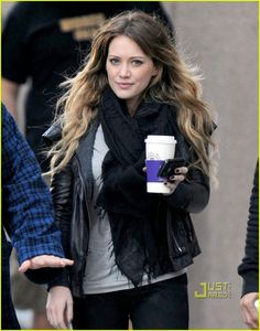 another leather jacket + scarf combo, a girl after my own heart. hilary duff is too cute. and her hair looks gorgeous here. love the waves.