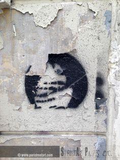 http://www.paristreetart.com/2013/08/the-gallery-of-unknown-artists-part-ii.html #streetart #paris #unknown