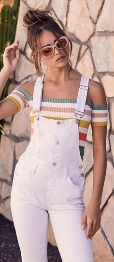 The world is yours white distressed denim overalls casual ou White Overalls, Denim Overalls, Jeans, Retro Outfits, Casual Outfits, Fashion Outfits, Cute Summer Outfits, Cute Outfits, Ugg Australia