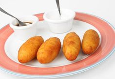 Carimañolas:fritters made of corn stuffed with meat, PANAMA FOOD. Colombian Cuisine, Colombian Culture, Panamanian Food, Good Food, Yummy Food, Latin Food, My Recipes, Appetizer Recipes, Appetizers