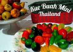 Resep Kue buah mini 🍎🍓🍌🍉- Thailand (Kanom Look Choup) oleh MeL'z 🌸 - Cookpad My Dessert, Dessert Recipes, Asian Desserts, Thai Recipes, Mochi, Cake Cookies, Thailand, Recipies, Food And Drink