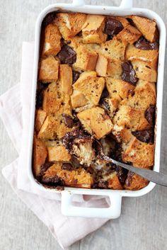 Helppo suklaa-leipävanukas