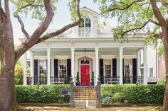 The March issue of Southern Living features a gorgeous Greek Revival home that was transformed by owner and designer Grace Kaynor and her family. Located in the Garden District of New Orleans… New Orleans Homes, New Homes, This Old House, Greek Revival Home, Beach Cottage Style, Beach House, Beach Cottages, Tiny Cottages, The Ranch