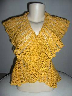 Colete feito em crochet com linha super macia, com detalhes nas costas de flores em alto relevo,belissimo. Tamanho 4042