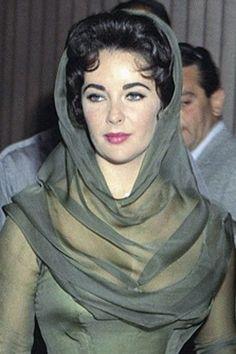 Elizabeth Taylor, Eddie Fisher wedding 1959 such a great dress ...