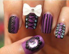 diseño uñas emo morado