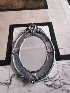 www.victoriasmirror.ro oglinzi-mobilier-baie.business.site @ Victoria's Mirror  Oglindă ovală handmade Dimensiune: 80 x116 cm  Modelul din imagine are rama căptușită cu foiță de argint și patină neagră.  Modelul va fi expus la Showroom București- Rocas Decor Voluntari.  Cadrul interior al oglinzii este din cristal, iar cadrul exterior din cristal fyme.  #mirror#handmade#londonlylife#parischic#silverleaf#handmade#woodframe#luxurylifestyle#homedesignideas#homedecoratio Victoria, Mirror, Vintage, Decor, Decoration, Mirrors, Vintage Comics, Decorating, Deco