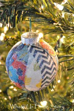 Handmade Christmas Ornament with Fabric Scraps - Whats Ur Home Story How to make a Fabric Scraps Christmas Ornament Fabric Christmas Ornaments, Clear Ornaments, How To Make Ornaments, Christmas Decorations, Beaded Ornaments, Handmade Ornaments, Ball Ornaments, Christmas Projects, Holiday Crafts
