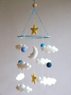 Décoration blanc & bleu clair de lune Mobile - mobile en feutrine - chambre de bébé - Chambre enfant - réalisée sur commande
