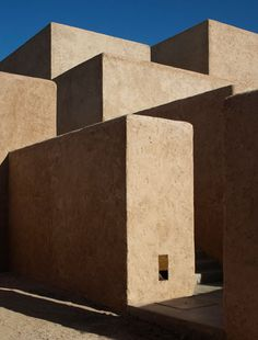 Studio KO - Villa K - Marrakech - ©Dan Glaser > Stacked mud blocks, seen from the bottom of the house