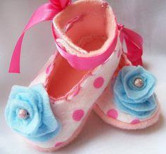 Felt flower pink polka dot infant booties