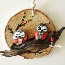 Картинки по запросу galets peints maison - Sevko Sa Pebble Painting, Pebble Art, Stone Painting, Hobbies And Crafts, Diy And Crafts, Arts And Crafts, Rock And Pebbles, Rock Painting Designs, Owl Crafts