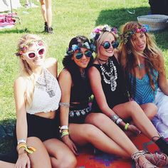 There's a time to get your friends and be a lil' bohemian now and then. ♥