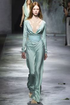Luxuriously flowing fabrics @ Vionnet.