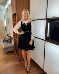Holly Willoughby This Morning, Holly Willoughby Style, This Morning Fashion, White Shirt Outfits, Work Outfits, Tv Presenters, Short Skirts, Stylish, Lady