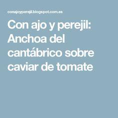 Con ajo y perejil: Anchoa del cantábrico sobre caviar de tomate