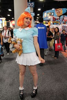 Elmyra Duff - San Diego Comic-Con 2011 She's gonna hug you and kiss you and love you forever… Easy Halloween Costumes, Diy Costumes, Cosplay Costumes, Halloween Party, Cosplay Ideas, Halloween Ideas, Costume Ideas, 90s Party, Halloween 2018