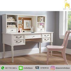 Jual Meja Anak Belajar Warna Putih Jepara Klasik - set meja belajar dengan kursi desain klasik mewah dengan warna alami putih cocok sebagai perabotan Anak.
