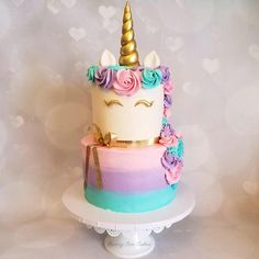 Make your party a magical one by having a unicorn cake! Unicorn cakes are all the rage right now and with our set you can easily create one at home for your special event. You can even place them on predecorated cakes for that custom look. Listing is for 1 horn, 2 ears and 2 eyes.