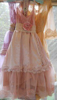 Love the lace tablecloth re-do into on overskirt