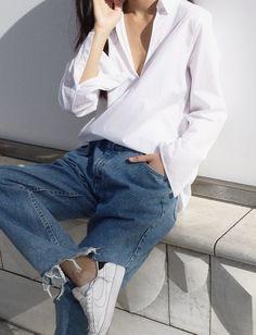 Oui aux chemises blanches prenant quelques libertés stylistiques !