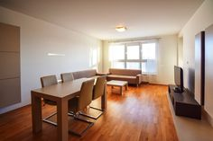 Кухня, зал, трехкомнатная квартира в аренду Ружинов Братислава Словакия.