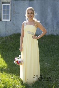 Pale and Pretty Bridesmaid | A long bridesmaid dress that you don't want to miss out on!