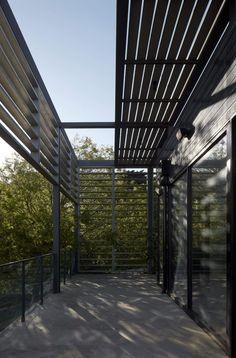 Timber exo-skeleton at Meakins Road Residence by B.E Architecture in Flinders is designed in response to the traditional wrap-around veranda. Australian Architecture, Residential Architecture, Architecture Design, Exo, Deck Shade, Alfresco Area, Shade Structure, Outdoor Areas, Building A House