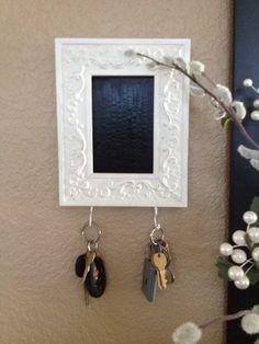 DIY picture frame key holder w/ chalkboard paint!
