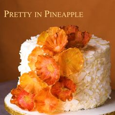 10 Beautifully Easy Cake Decorating Ideas Create beautiful edible flowers using slices of pineapple! Pinapple Cake, Baked Pineapple, Coconut Pineapple Cake, Easy Cake Decorating, Cake Decorating Techniques, Decorating Ideas, Coconut Cake Decoration, Food Cakes, Cupcake Cakes
