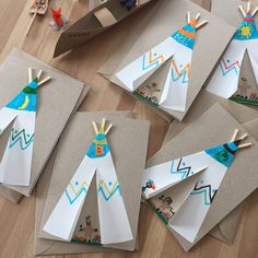 Paula's Haus: Indianerparty … – Keep up with the times. Thanksgiving Crafts For Toddlers, Halloween Crafts For Toddlers, Easter Crafts For Kids, Preschool Crafts, Paper Plate Crafts For Kids, Paper Crafts, Diy Paper, Indian Crafts, Feather Crafts