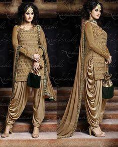 Latest Salwar Kameez Designs Catalouge And Images Patiala Dress, Punjabi Dress, Indian Salwar Kameez, Dhoti Salwar Suits, Patiala Pants, Latest Salwar Kameez Designs, Patiala Suit Designs, Designer Salwar Kameez, Indian Attire