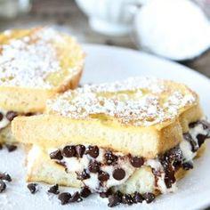 i cannoli and french toast. soooo I'm thinking Cannoli stuffed french toast might be a very good idea Breakfast Desayunos, Breakfast Dishes, Breakfast Recipes, Birthday Breakfast, Just Desserts, Delicious Desserts, Yummy Food, Dessert Healthy, Healthy Food