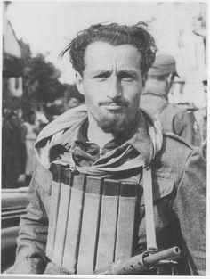 Italian partisan Piero Balbo ca 1944 Northern Italy War Photography, People Photography, Italian Campaign, Italian People, Military Weapons, Northern Italy, Military History, World War Two, Ww2