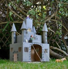 Making a Castle Made of Cardboard | AllFreeKidsCrafts.com