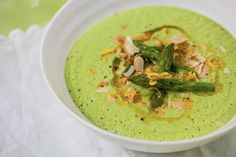 Chilled Asparagus and Almond Soup The combined goodness of antioxidant-rich asparagus and protein-packed almonds makes this a superfood soup. Enjoy hot or chilled, just don't skimp on the lemon zest – it really lifts the creaminess and richness. Asparagus Soup, Asparagus Recipe, Hemsley And Hemsley, Chilled Soup, Vegetarian Recipes, Healthy Recipes, Healthy Eating, Healthy Food, I Love Food