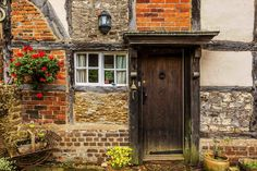 Beautiful century Surrey cottage for sale is the epitome of English country charm A huge barn is included in the price. Rustic Home Decor Cheap, Trendy Home Decor, Country Decor, Farmhouse Decor, Country Charm, Rustic Charm, Small English Cottage, English Country Cottages, English House