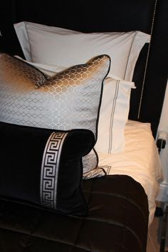 Old Hollywood Decor, Cheap Home Decor, Diy Home Decor, French Style Decor, Pastel Bedroom, Striped Room, Luxury Cushions, Black Rooms, Contemporary Home Decor