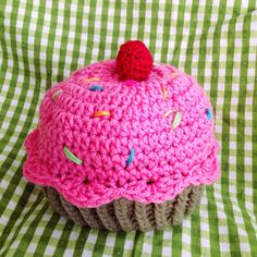 Crochet Cupcake Hat by Stitchingfrog on Etsy Crochet Crafts, Yarn Crafts, Crochet Projects, Knit Crochet, Diy Crafts, Crochet Cupcake Hat, Crafts For Teens, Arts And Crafts, Mad Hatter Party