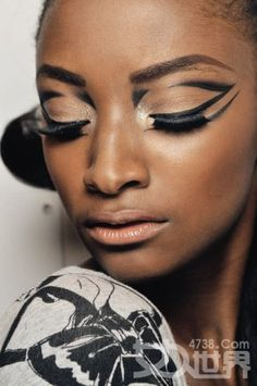 CHIC MAKEUP | graphic eyeliner geometric maybe for shelby