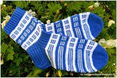 Knit Socks, Knitting Socks, Mittens, Ideas, Fingerless Mitts, Fingerless Mittens, Gloves, Thoughts