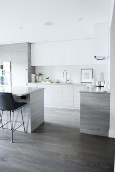 46 Most Popular Modern Kitchen Design Ideas. Why do you need modern kitchen design ideas? It can be very easy to have a home and decorate it. Grey Kitchen Designs, Modern Kitchen Design, Interior Design Kitchen, Küchen Design, House Design, Design Ideas, Design Inspiration, Cuisines Design, Minimalist Kitchen