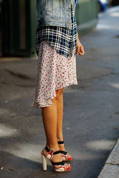 Plaid and floral for spring is not the first combination that springs to mind but look at how it works in this combo!