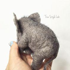 Downy hair.... 産毛もあるよ。 #babyelephant #elephant #animal #羊毛フェルト #子象 #truestylelab #sculpture #greay #art #needlefelting #wool #felt