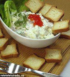 """Aceasta salata este o mica inventie speciala pentru ziua de Pasti. Ma cam saturasem de traditionalele antreuri (nu-i vorba, le-am pregatit si pe acelea!) si simteam nevoia de ceva nou, racoritor, cu gust deosebit. Este bine venita si astazi, daca vrei sa oferi stomacului un mic repaus dupa """"confruntarea"""" cu carnea de"""
