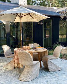 Indoor Outdoor Living, Outdoor Spaces, Outdoor Decor, Decoration Inspiration, Outdoor Entertaining, Backyard Landscaping, Exterior Design, Outdoor Gardens, Instagram