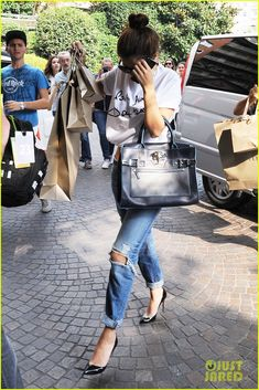 selena gomez kicks off wnba playoffs with like a champion 01 Selena Gomez gets in some retail therapy as she shops around town on Friday (September 20) in Milan, Italy.    The 21-year-old actress was mobbed by fans as she…